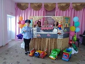 """Кукольный спектакль по ПДД """"Приключения друзей в большом городе"""""""